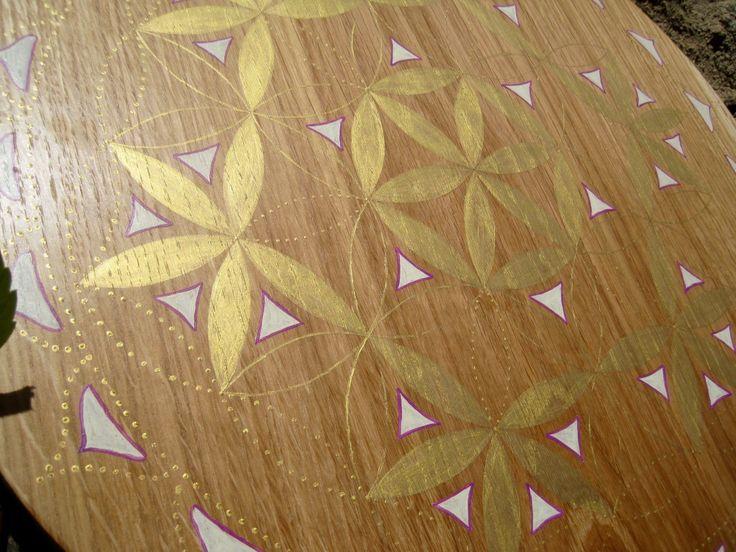 Fleur de Vie dorée très puissante, grille de cristal géométrie sacrée très puissante.