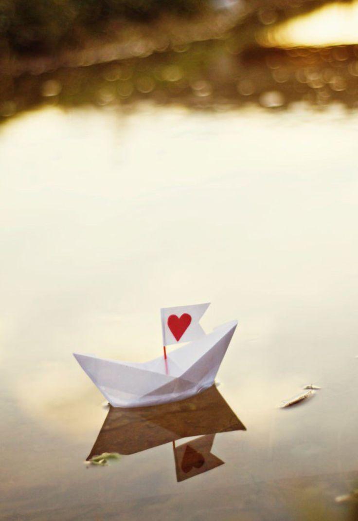 Paper boat | Barcos y Aviones | Heart photography, Heart y ...