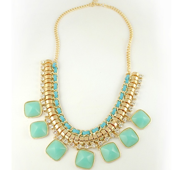 Casual fashion necklaces for all occasions; an evening out with friends, family or a funky look for the office!