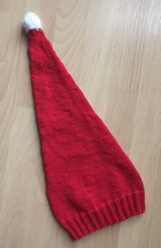 Diese Mütze ist schnell gestrickt und ein weihnachtlicher Hingucker. Man kann die Mütze natürlich auch aus beliebigen anderen Garn stricken oder mit Streifen versehen…. Größe: 2,5 – 4 …