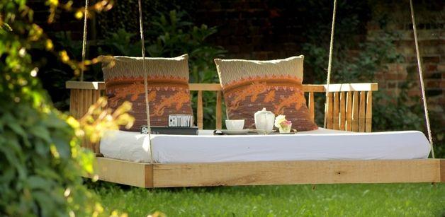 Schaukelbett für den Garten // rocking bed for the garden by Deutsche Eichen via DaWanda.com