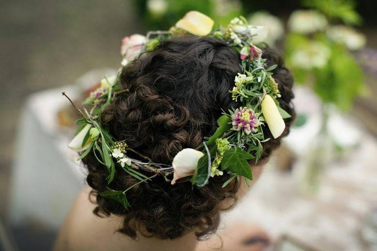 Cynthia Veenman Visagie en Haarstyling; Tips over Make-up, Haarstyling, Beauty en Trouwen: 7 tips; Verse bloemen in je bruidskapsel.