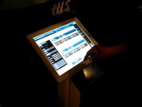 タッチパネルで海外航空券を予約できるシステムです。
