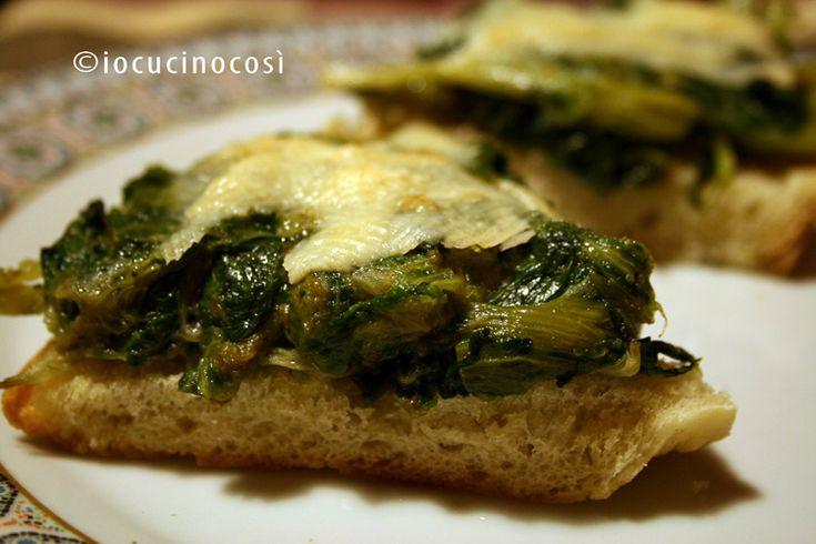 Bruschetta con scarola stufata e parmigiano | Ricetta antipasto