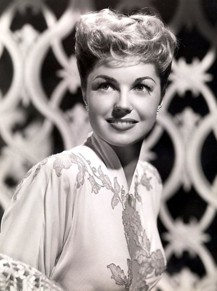 Such a beautiful shot of Esther Williams. #vintage #1940s #actresses