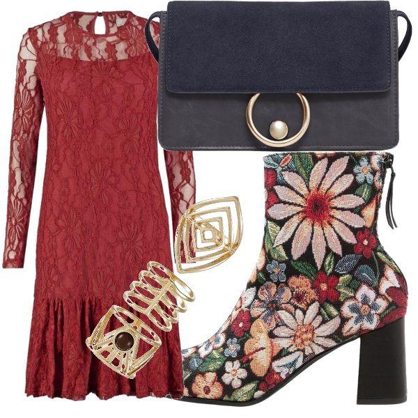 Davvero eccentrica con questo look. Basta guardare lo stivaletto fiorato che richiama l'abito in pizzo color rosso mattone. Per smorzare i colori abbiniamo la borsa a tracolla grigia scura e gli anelli oro.