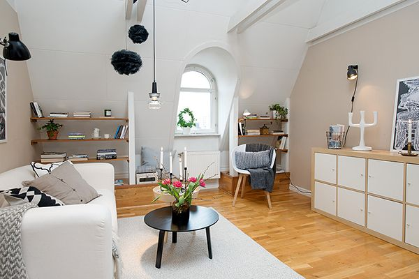 Kast - combinatie wit en eik Small Attic Apartment Gorgeous Interior in a Swedish Attic With Clear View Over The City