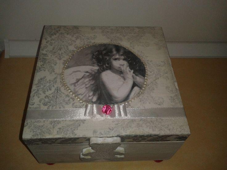 skrzyneczka dla dziewczynki z okazji narodzin