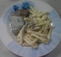 filet mignon steak + mushroom sauce recipe (mushroom gravel = archiduc sauce) + fries