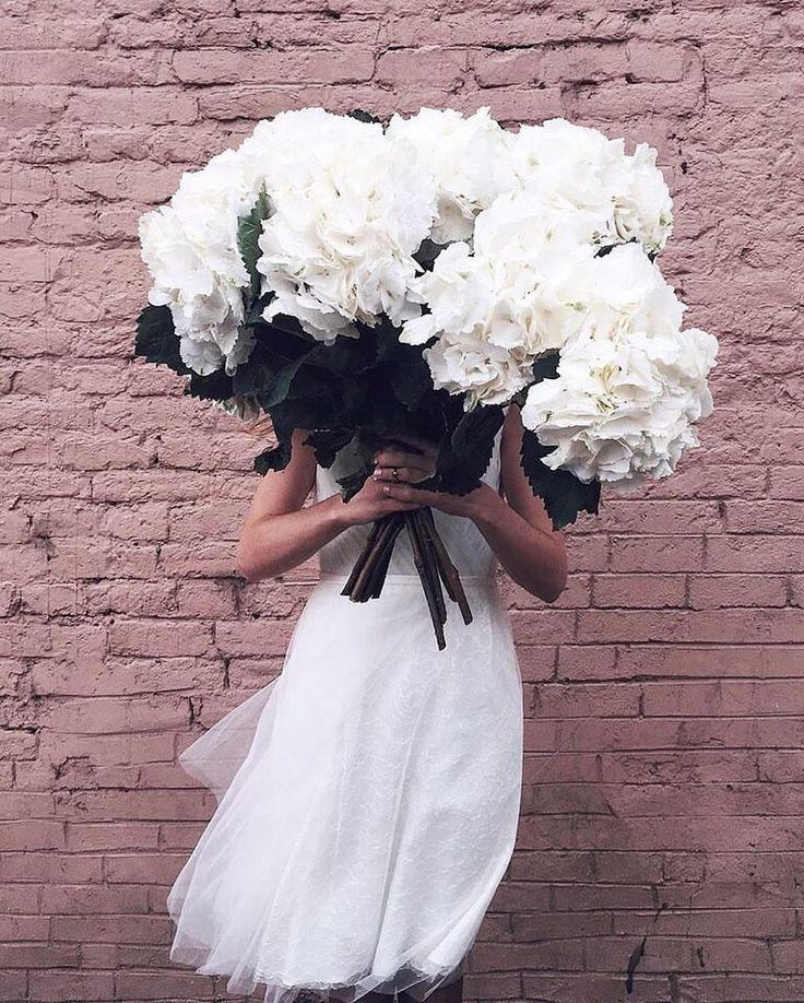 Любите гортензии? Как вам такой букет невесты? Больше фото с этой безумно красивой съемки есть в нашем инстаграм и на сайте www.fataiperya.ru