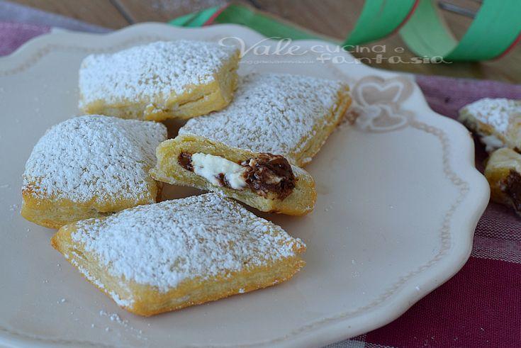 Ravioli fritti con nutella e mascarpone , dolcetti di carnevale velocissimi, golosi e facilissimi, con un ripieno che si scioglie in bocca.