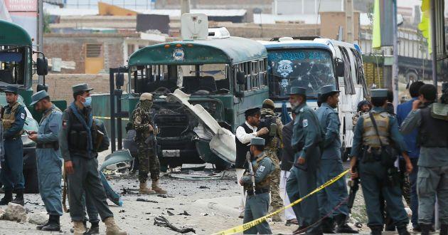 AFP ] KABUL * 31 de mayo de 2017. Al menos 90 personas murieron y 400 resultaron heridas en un atentado con camión bomba este miércoles en el barrio diplomático de Kabul, marcando un sangriento comienzo del ramadán, mes de ayuno sagrado musulmán. El ataque, uno de los más violentos contra esta...