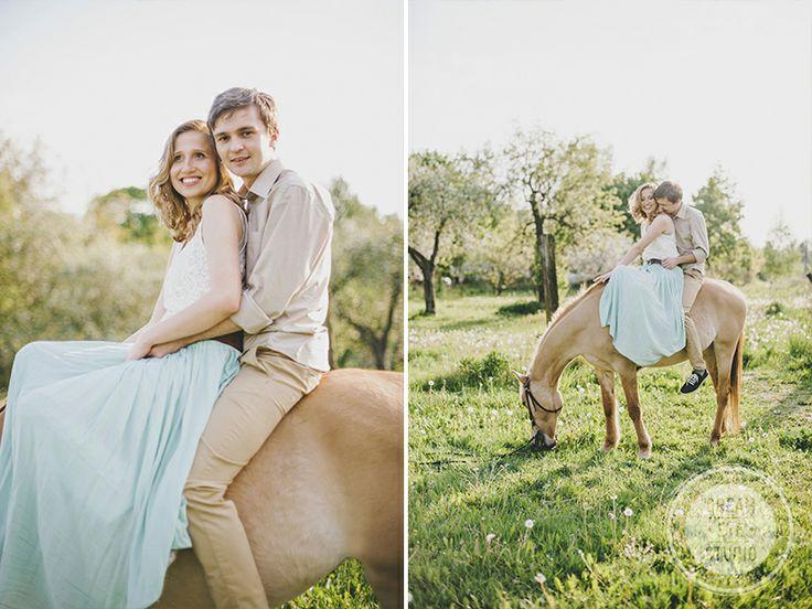 http://dreameyestudio.pl/ #dreameyestudio #smile #happycouple #horse #engagementsession #weddingphotographers
