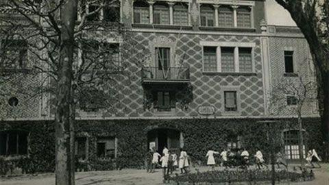 L'any 1968 acaba la carrera de filosofia i lletres i és contractat com a professor de lingüística i crítica literària a la Universitat Autònoma de Barcelona. Aquests són els anys de major activitat de l'autor i també són els anys dels primers reconeixements. Malgrat tot, el 27 d'abril de 1972 Gabriel Ferrater se suïcida al seu pis de Sant Cugat del Vallès.
