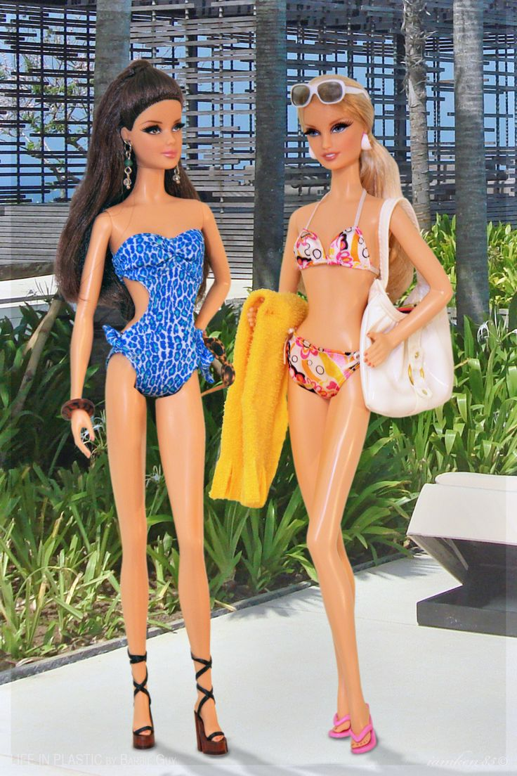 Veronica and Betty. In this photo: City Shopper™ Barbie® doll - Brunette and City Shopper™ Barbie® doll - Blonde.