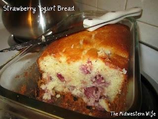Strawberry Yogurt Bread: Midwestern Wife, Strawberries, Breads, Bread Recipes, Strawberry Yogurt, Bread Rolls