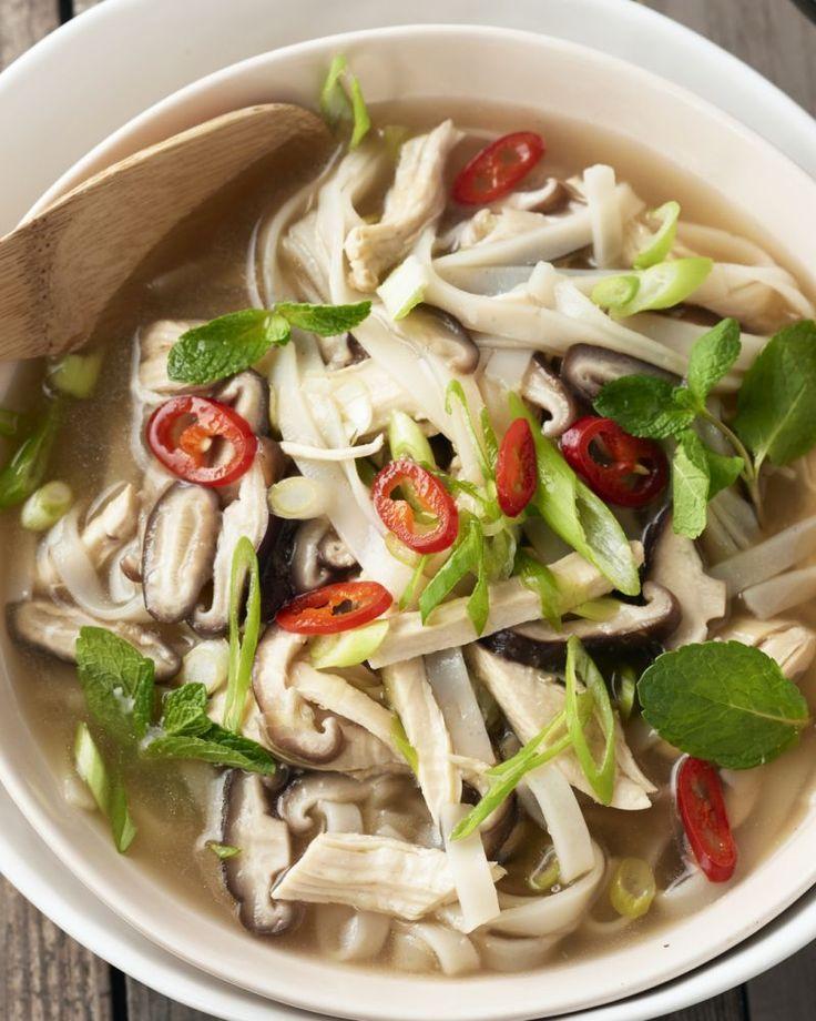 Een echte klassieker in de Aziatische keuken: noedelsoep met kip. Het wordt er zelfs vaak als ontbijt gegeten, zo kan je de dag helemaal aan!