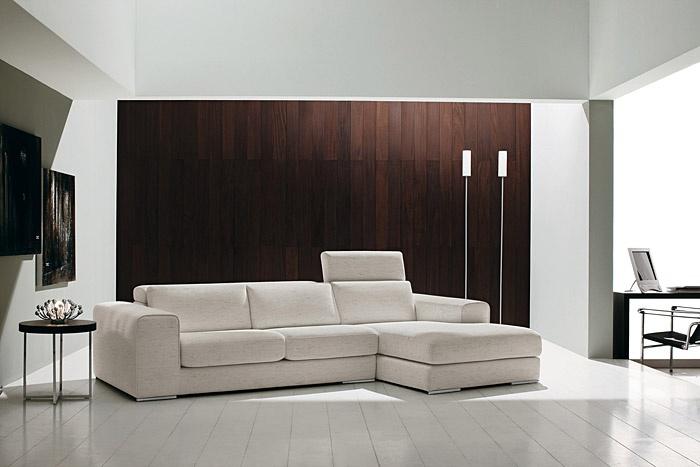Divano moderno Harry in versione tessuto, completamente sfoderabile. Il bracciolo di generose dimensioni colloca il divano nella collezione divani moderni e design di Tino Mariani. http://www.tinomariani.it/prodotti/harry.html