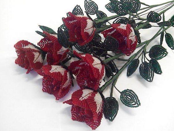Красивые розы из бисера