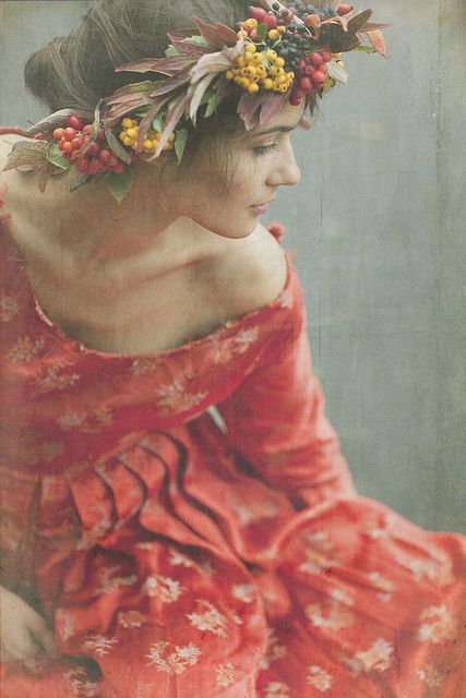 Lammas Mood - photo by nikaa       http://www.flickr.com/photos/nikaa/6200361070/  pre rapaelite