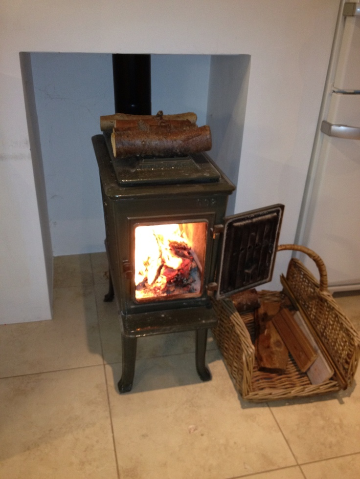 Jotul F602 Wood Burning Stove Makes Winter Bearable