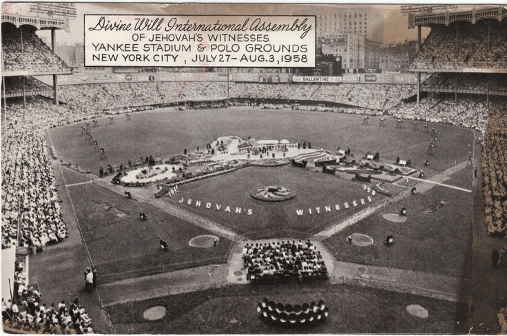 1958: Jehovah's Witness Convention brought in 253,000+ people The attendance at Yankee Stadium was 123, 707; the rest were at the Polo Grounds, making the combined attendance over 253,000 people.