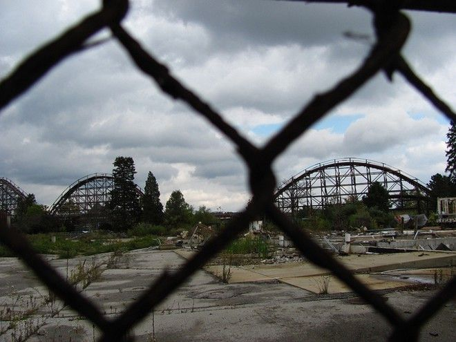 15 Photos of Abandoned Geauga Lake Amusement Park Photo via Jeremy Thompson, Flickr Creative Commons
