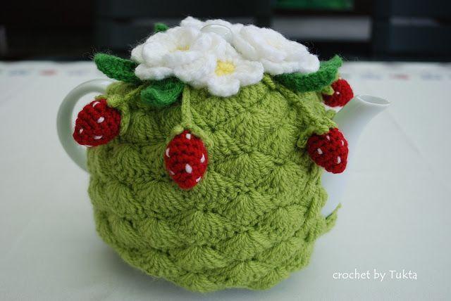 Crochet by Tukta: strawberry tea cosy