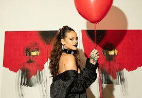 8-Oct-2015 12:51 - DIT IS DE NIEUWE ALBUMCOVER VAN RIHANNA. Rihanna komt binnenkort met een nieuw album op de proppen. Via Instagram deelde ze de voor- en achterkant van haar albumcover mee. De zangeres…...