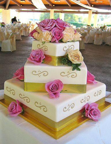 elegant-square-wedding-cakes_1.jpg (385×500)