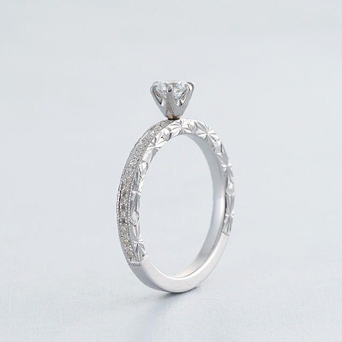 リング側面のカーブに沿って入った彫り模様が素敵! *エンゲージリング 婚約指輪・オーダーメイドまとめ一覧*