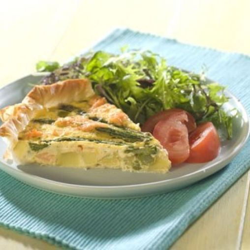 Smoked salmon and asparagus quiche | Healthy Food Guide
