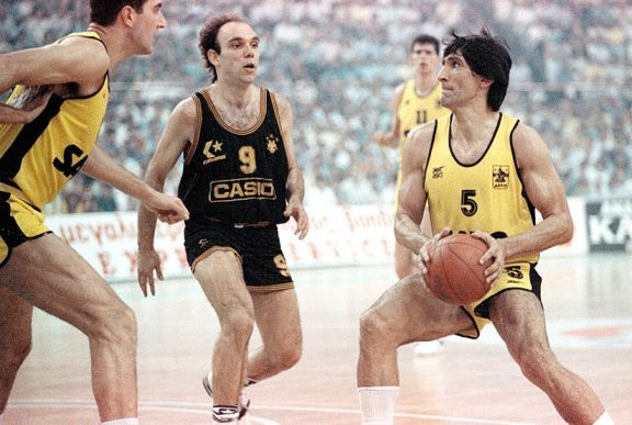 European legend Panagiotis Giannakis--ARIS  A true floor general from the point guard position, Giannakis began his pro career in Greece with Ionikos Nikaias, before moving to Aris, where he spent the major part of his career. In Thessaloniki, he helped to lead the Yellows (Aris) to 3 consecutive Euroleague Final Fours between 1988 and 1990, as well as to a FIBA European Cup title in 1993.