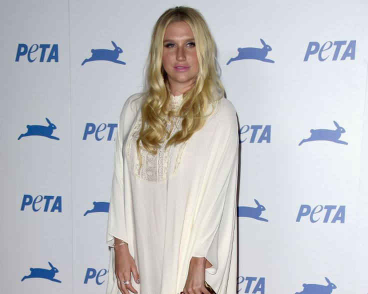 Kesha News 2016: Fans Are Asked To Help Protest For Singer's Lawsuit As She Sings 'Amazing Grace' [VIDEO]