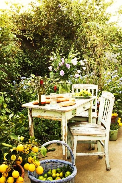 simple pleasures: Secret Gardens, Tables For Two, Lunches, Shabby Chic, Summer Picnics, Modern Gardens Design, Gardens Dining, Gardens Tables, Outdoor Spaces