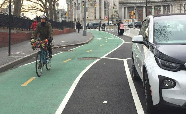 """New York City now has a continuous 9-mile, northbound bikeway from downtown Brooklyn up into the Bronx — running across the Manhattan Bridge, up through First Avenue, and then over the Willis Avenue Bridge. """"Bikeway"""" apparently means protected bike lanes — not just the common, one-white-stripe variety. https://cleantechnica.com/2017/01/01/nyc-now-continuous-9-mile-bikeway-downtown-brooklyn-bronx/"""