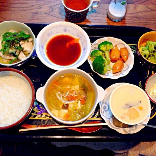 家族がインフルエンザなので、お粥生活。野菜たっぷりスープで免疫力アップ!アボカドの新メニューが美味しすぎて味見でほとんど食べちゃいました♪ - 13件のもぐもぐ - 中華スープ、茶碗蒸し、タラもみじおろし、アボカド塩ごま油!ブロッコリー by m2chibi