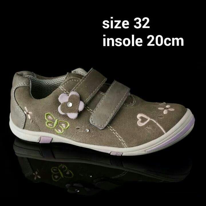 READY STOCK GIRLS LEATHER SHOES KODE : LULU BEIGE Size 32 PRICE : Rp.225.000,- DETAIL SIZE : - Size 32 (insole 20cm)  Material : Genuine Leather (Kulit Asli), Sol karet empuk, Ringan dan nyaman sesuai untuk anak-anak :)  FOR ORDER : SMS/Whatsapp 087777111986 PIN BB 766a6420 Facebook : Mayorishop  #pusatsepatubootsanak #readystock #bogor #genuineleather #sepatukulit #original #europebrand #sisaekspor #germanshoes #sepatuanak #sepatuanakperempuan #kidsshoes #flatshoes #girlshoes #mayorishop
