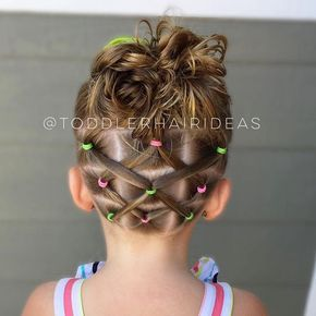Elastics ponies criss-crossed up to a messy bun! We are in need of some new bows! What are your favorite bow shops? Do you have a shop? DM me if you'd like to work together! This fun style was inspired by @pr3ttygirl79!