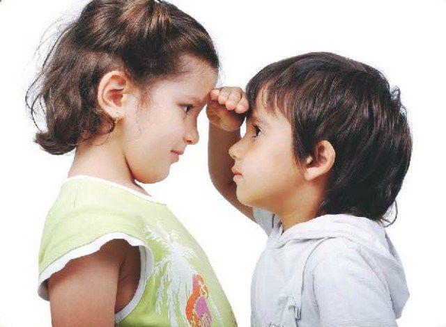 Teste de curvas infantis/detectar/problemas no crescimento Você acha que o desenvolvimento físico do seu filho é lento e não vê avanços em sua estatura? Fique atento. Esses podem ser sinais de problemas na produção do hormônio GH, responsável pelo crescimento. Conforme dados da Sociedade Brasileira de Pediatria (SBP), crianças no primeiro ano de vida crescem em média 25cm; a partir do segundo ano, 12cm e no terceiro, de 7 a 8cm. Já no quarto ano de vida atingem de 5 a 7cm e depois o ri...