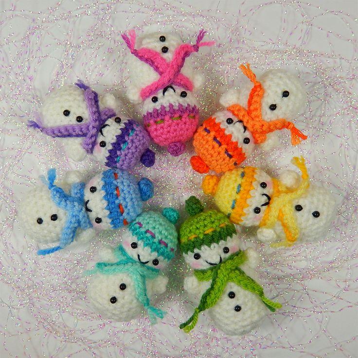 Free Teeny Tiny Snowmen Pattern by Moji-Moji Design