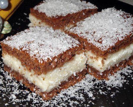 Prajitura cu blat de cacao si umplutura de cocos este un desert fin, foarte cremos si bineinteles, extraordinar de gustos.