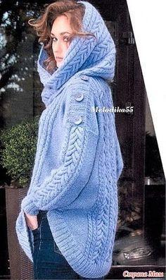 Объемный свитер оригинального кроя.