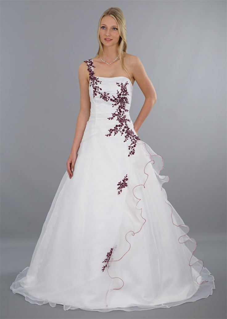 70 best Brautkleider A-Linie images on Pinterest | Embroidery, Model ...