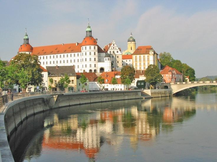 OMG! Travel Guides :: Neuburg Palace (Schloss Neuburg), Neuburg an der Donau, Germany