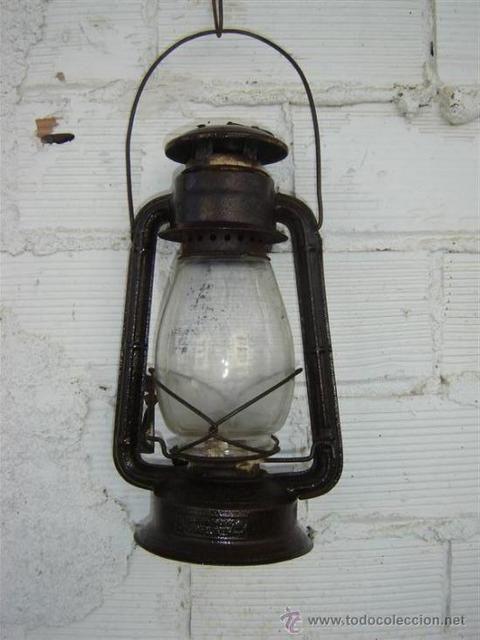 Así eran las lámparas Petromax, de petróleo, que comercializaba mi padre en los 50, y que usamos todavía en 1960, cuando nos mudamos a Triana y aún no nos habían dado la luz.