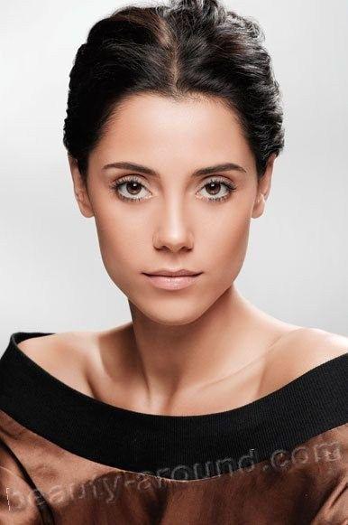 Cansu Dere Turkish actress photo