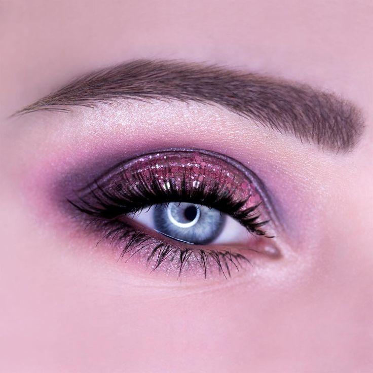 Pink gitter eye makeup