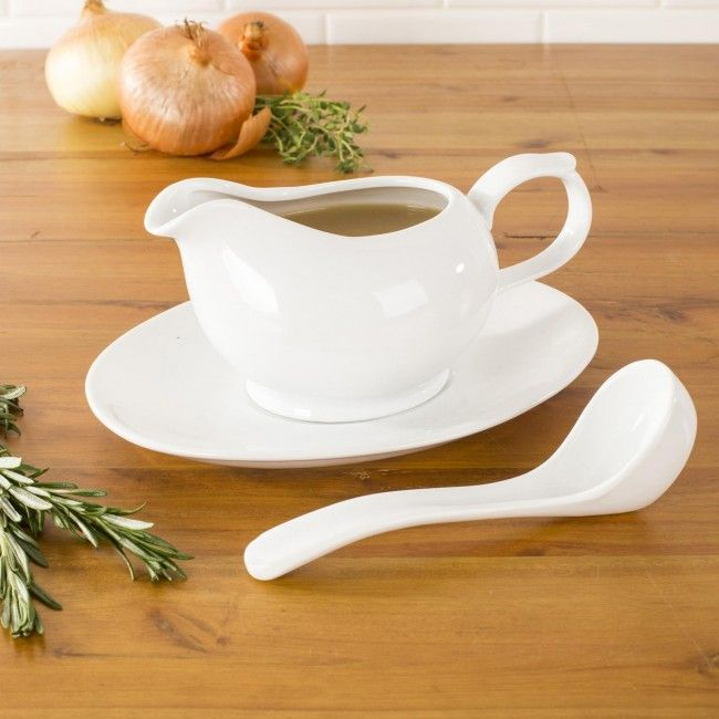 Serve guests on our simple and elegant Aurora Porcelain Rectangular Platter. Simple white porcelain construction is durable and suits any table setting or decor.