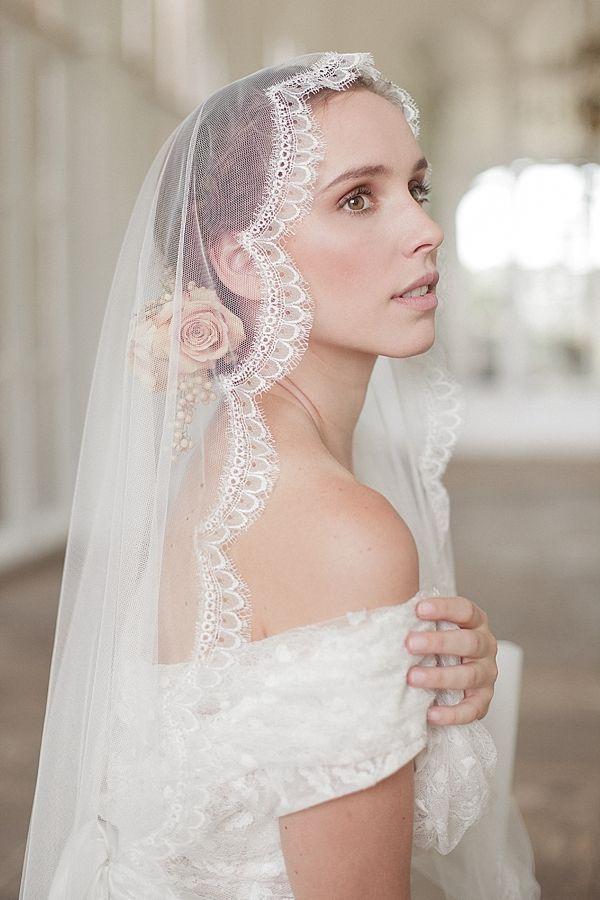 正統派な雰囲気の大人花嫁アイテム、マリアベール♡ フォーマルなウェディングのアイデアまとめ。結婚式・ブライダルの参考に☆